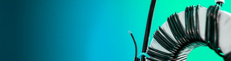 Transformator mot blågrön bakgrund